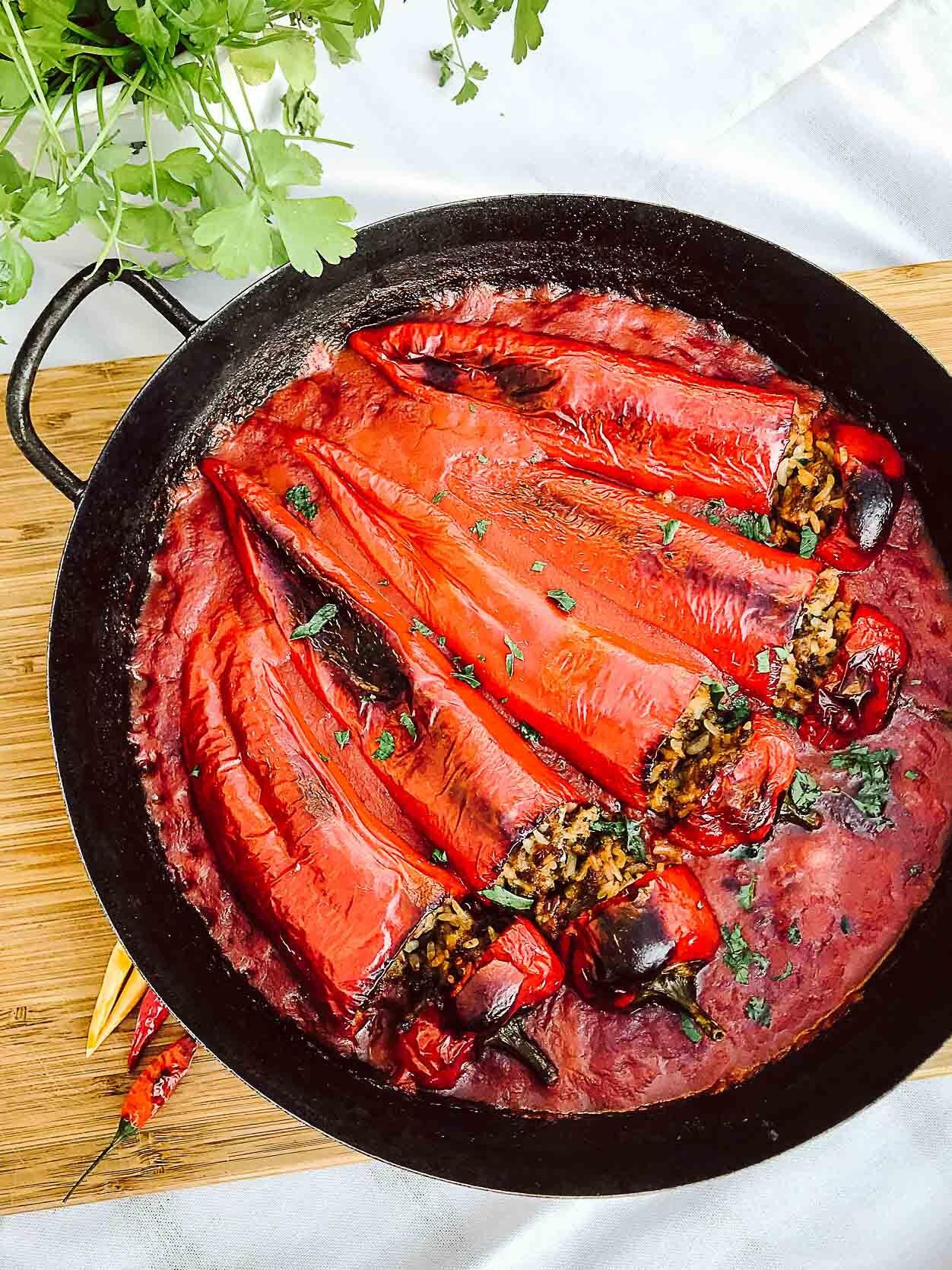 Gefüllte Spitzpaprika mit Salzkartoffeln