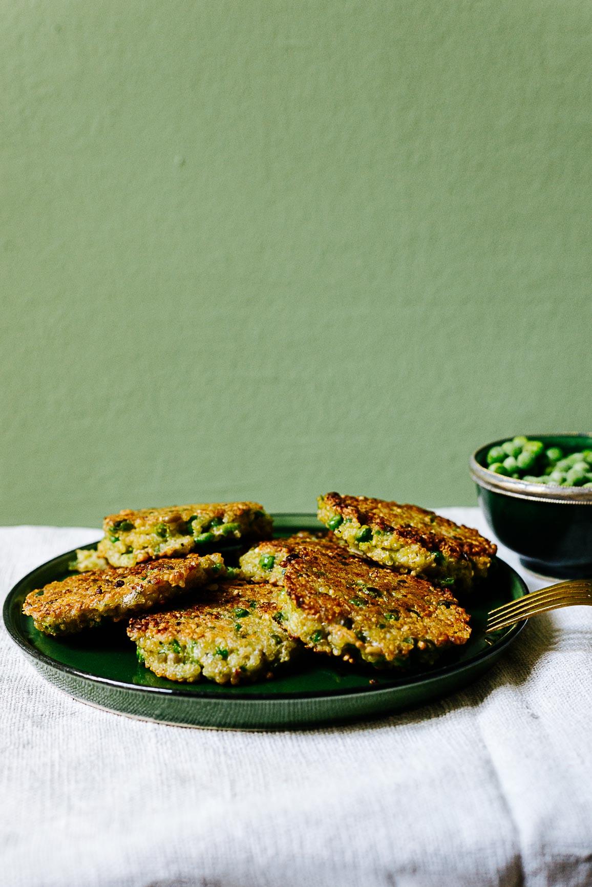 Erbsen-Bulgur-Quinoa-Puffer mit Kräutern
