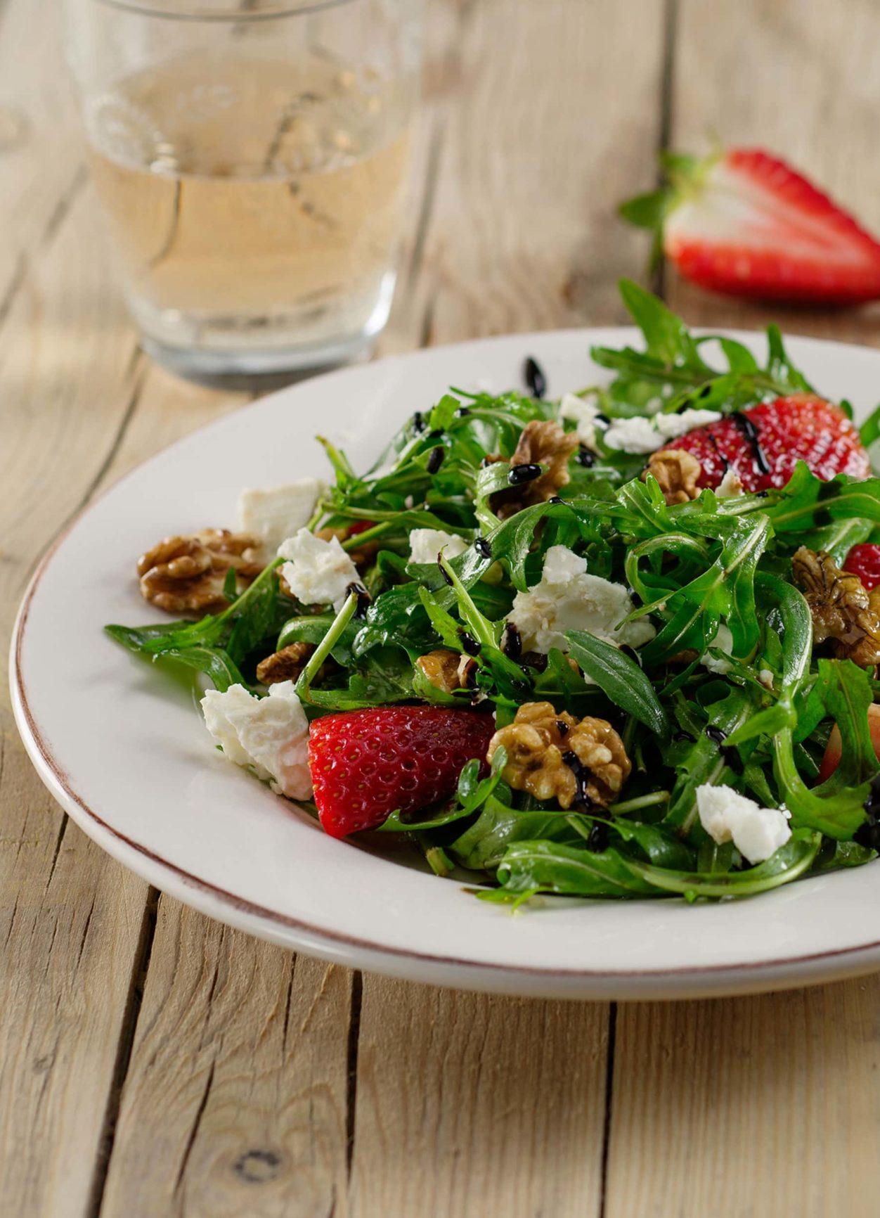 Erdbeer-Rucola-Salat mit Crema di Balsamico