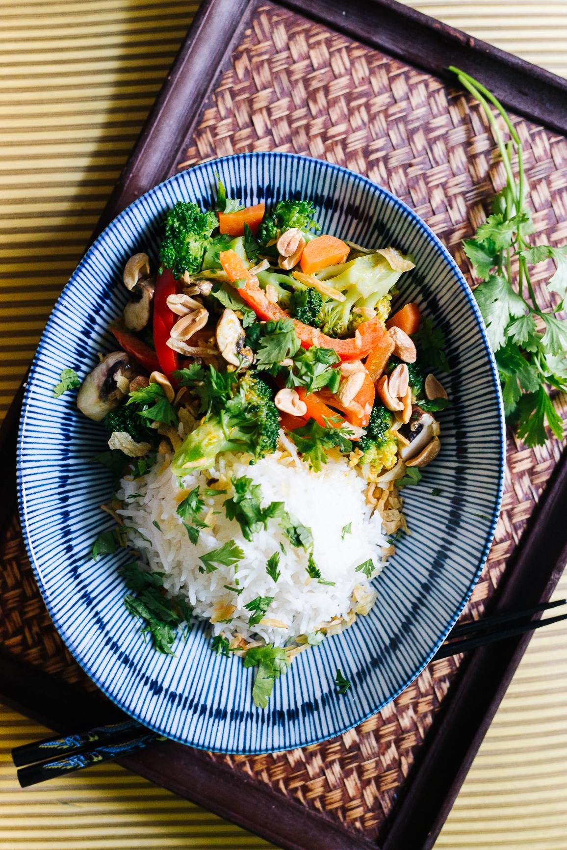 Schnelles veganes Gemüsecurry mit Jasminreis