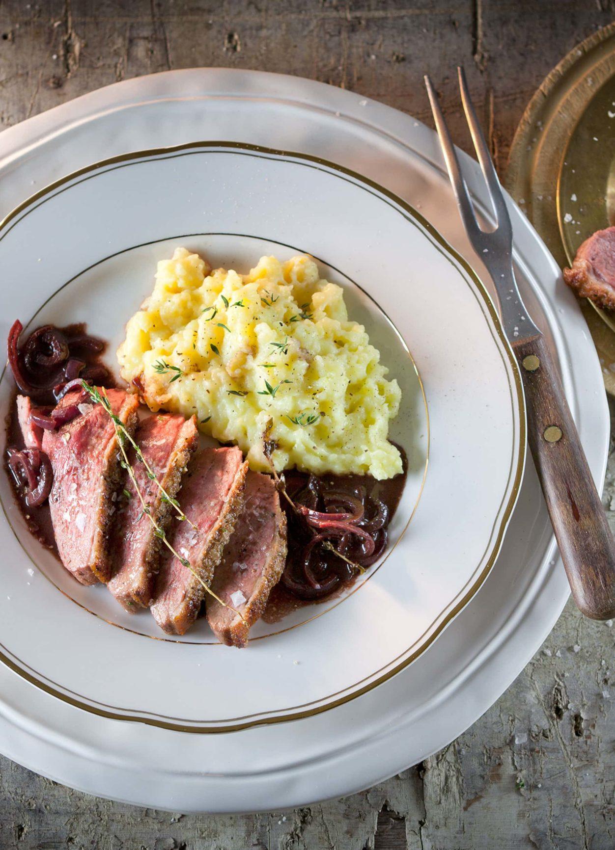 Barbarie-Entenbrust mit Rotweinsauce und Kartoffelpüree