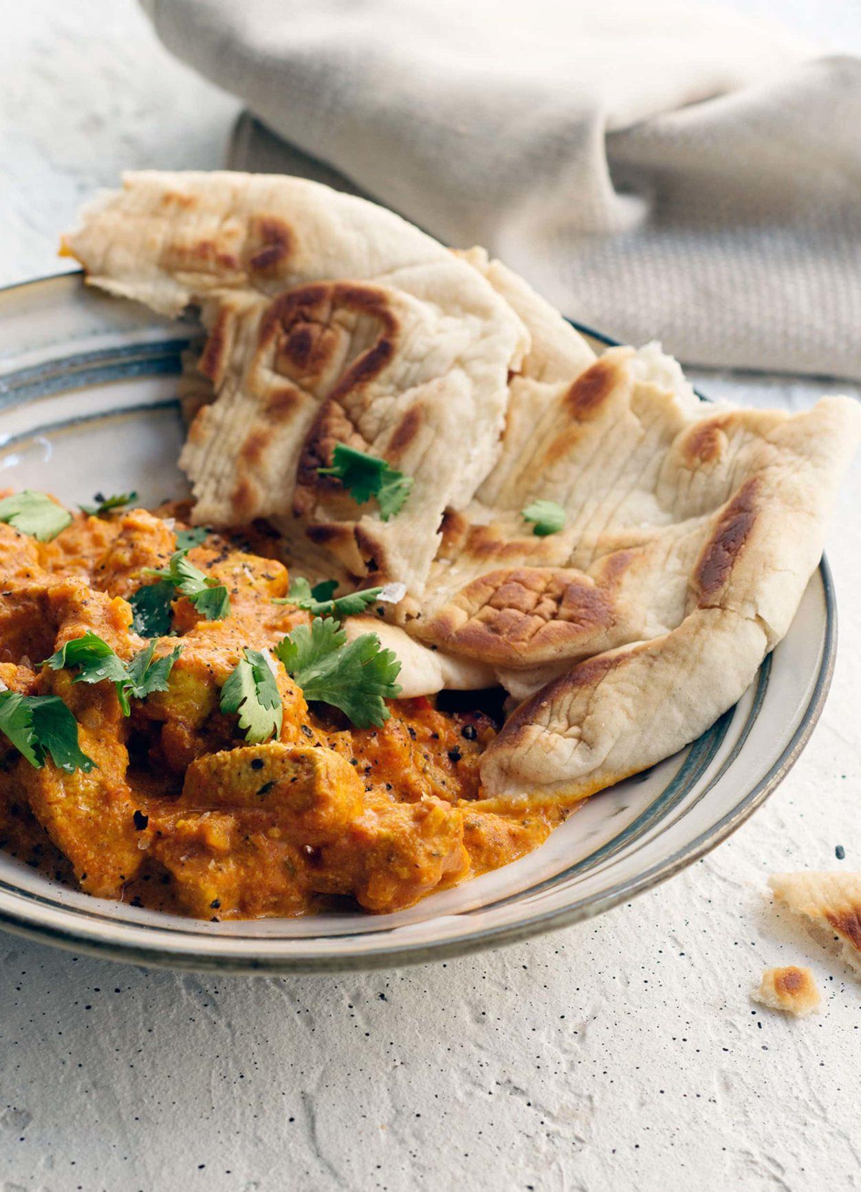 Indisches Butter Chicken mit Naan-Brot