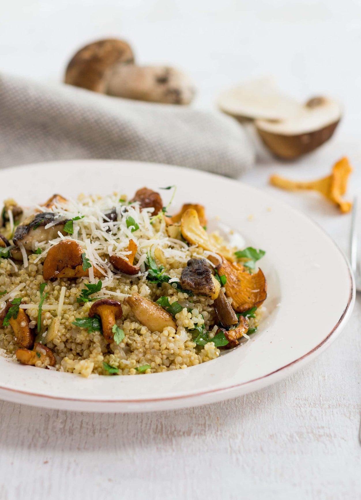 Quinoa-Risotto mit gemischten Pilzen
