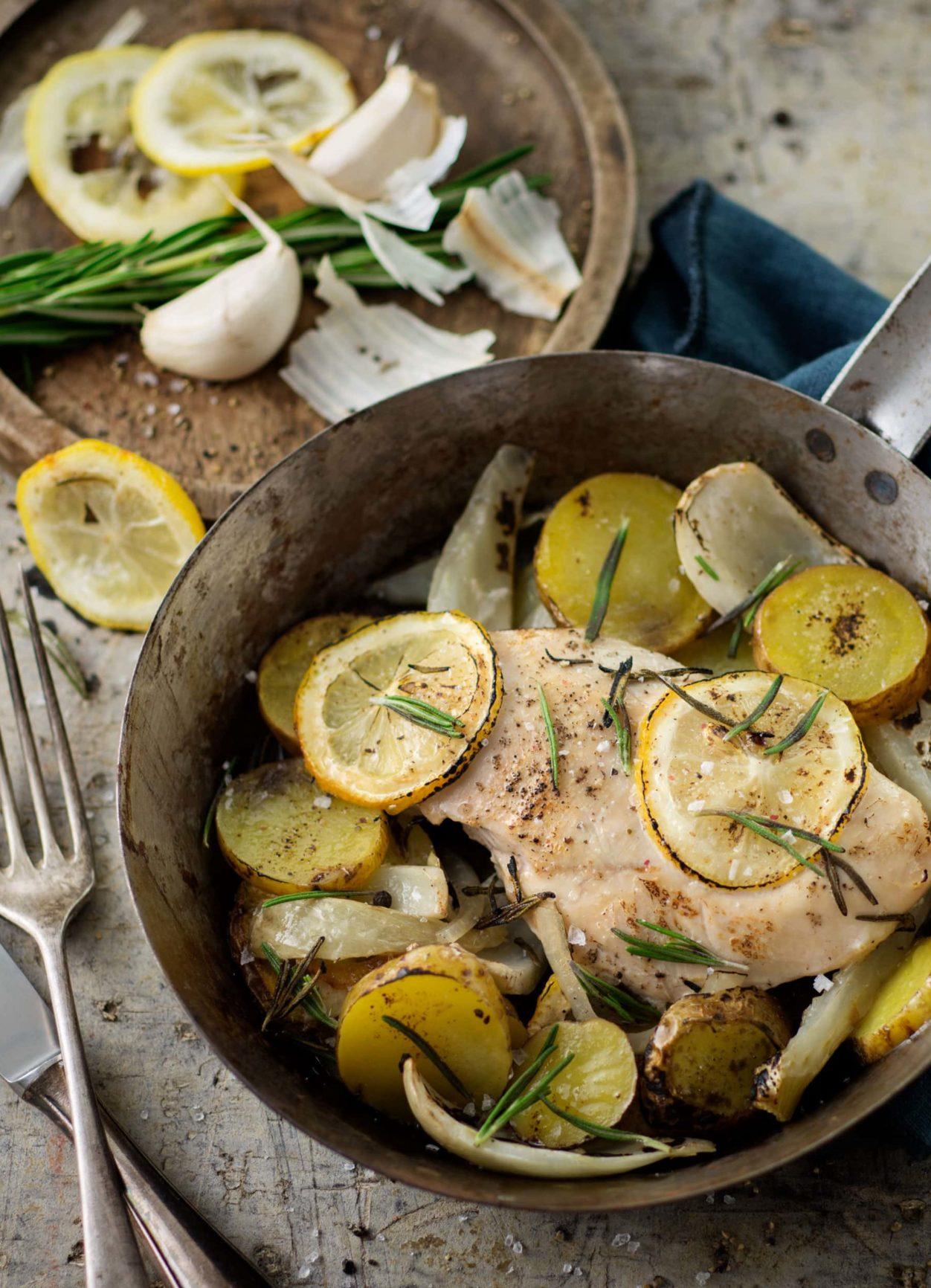 Zitronenhuhn mit Fenchel und Ofenkartoffeln