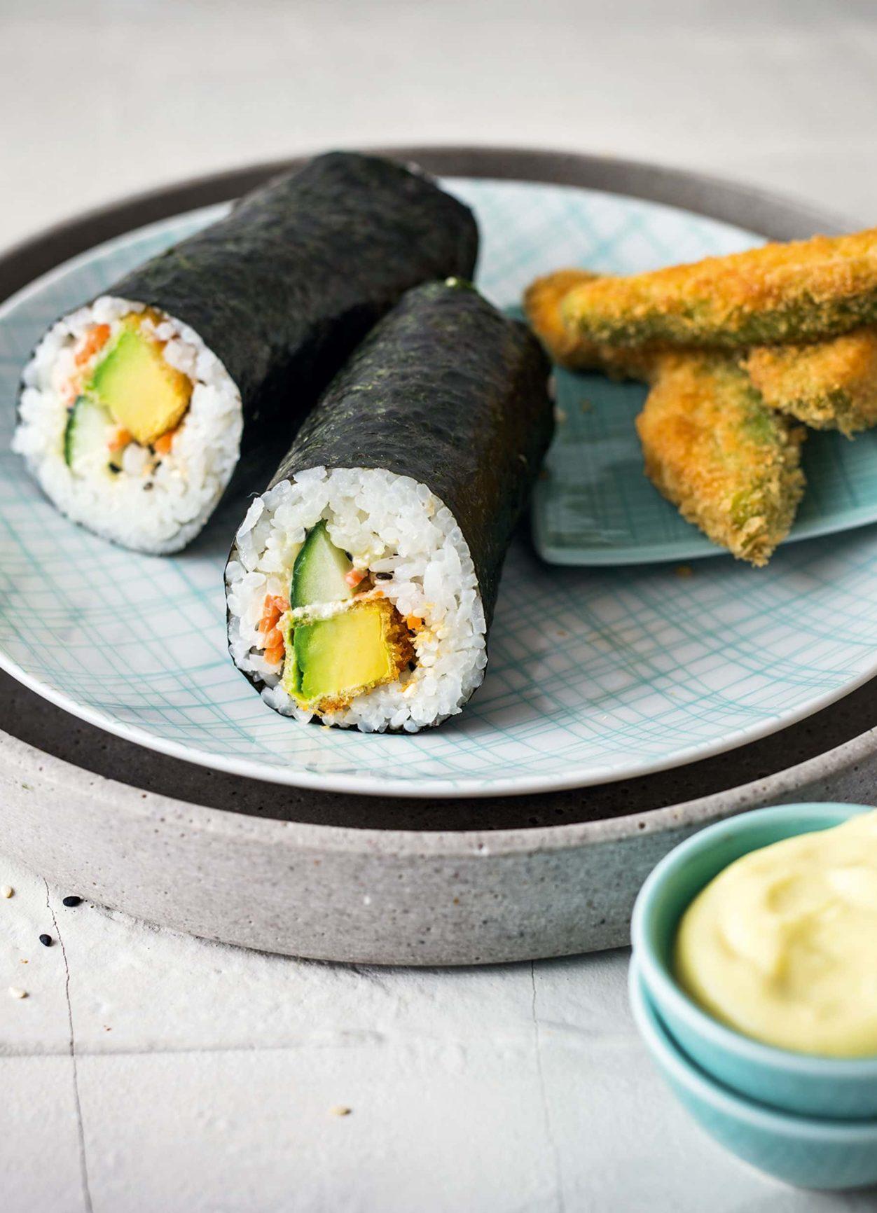 Sushi Rolls mit Avocado und Wasabi-Mayonnaise
