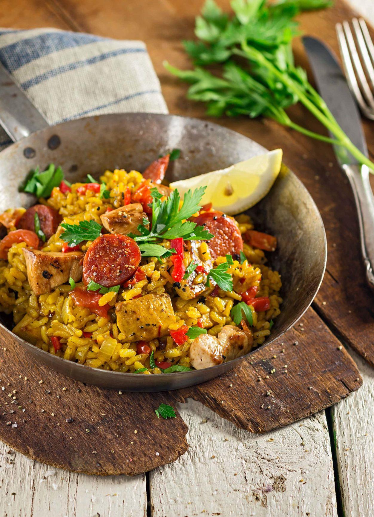 Chicken Paella mit Chorizo und Safran