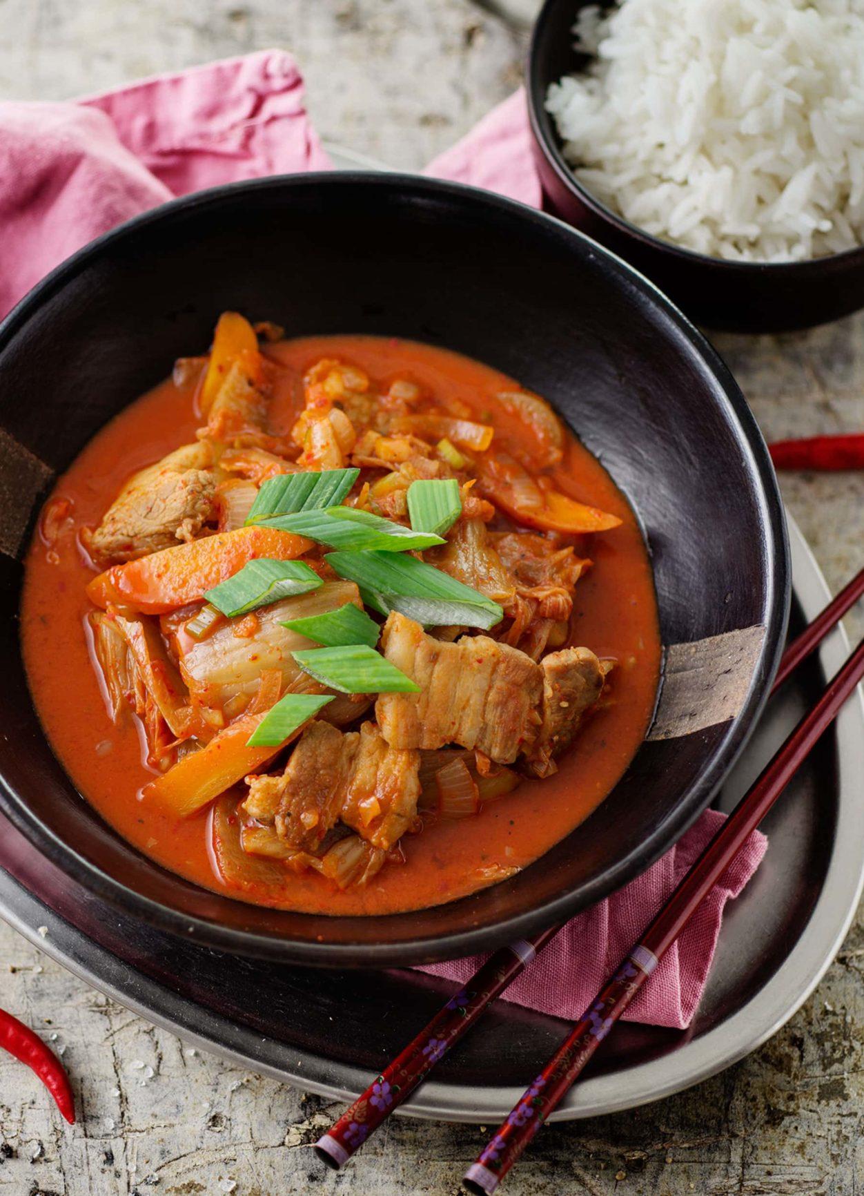 Koreanisches Kimchi Samgyupsal mit Jasminreis