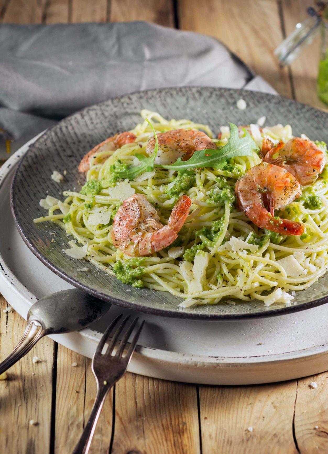 Spaghetti mit Garnelen und Rucola-Zitronen-Pesto